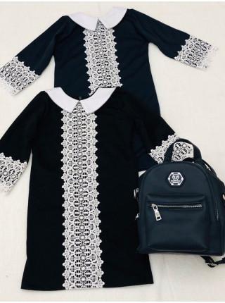 Шкільне плаття з білим коміром і мереживом