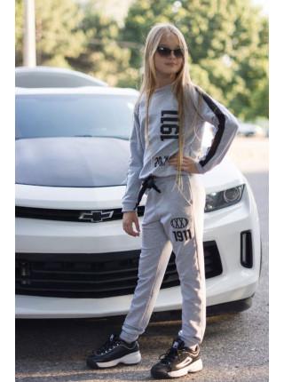 Модный трикотажный спортивный костюм для девочки