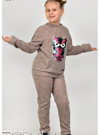 Спортивный костюм с нашивкой для девочки