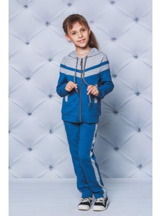 Удобный спортивный костюм девочки