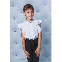 Красива біла блузка з воланами для школи