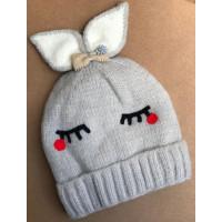 В'язана шапка для дівчинки з бантиком