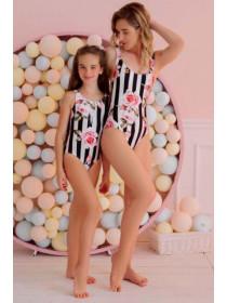Дитячий суцільний купальник для дівчинки