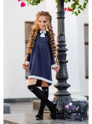 Модне шкільне плаття з мереживом і брошкою