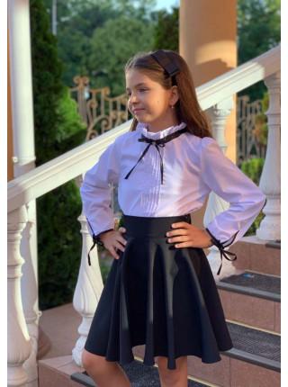 Белая блузка с воротником стойкой для девочки
