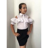 Біла дитяча блузка з відкритими плечима