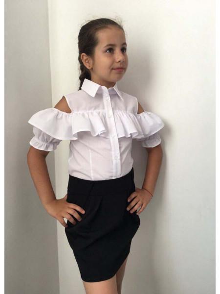 Белая детская блузка с открытыми плечами