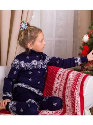 Детский свитер под горло