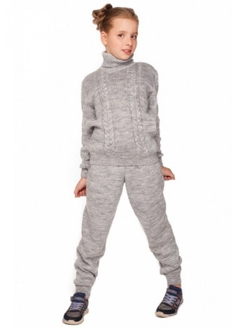 Вязаный спортивный костюм детский на девочку