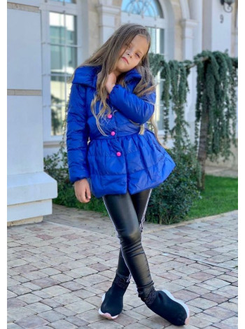 Яркая детская куртка с бантиком