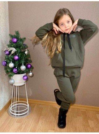 Утепленный спортивный костюм на девочку