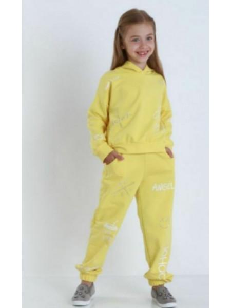 Спортивний костюм з принтом на дівчинку